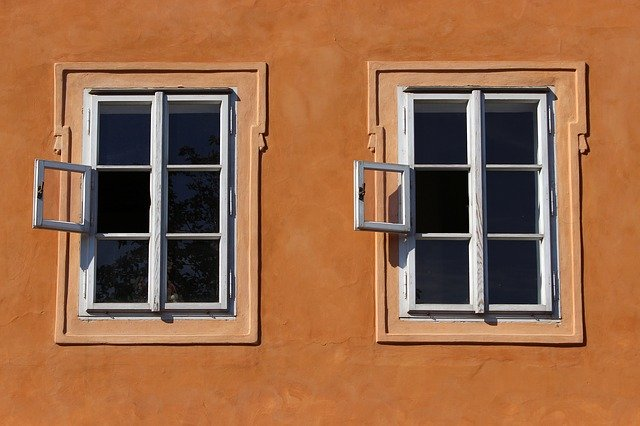 photo, two windows representing duplicate content